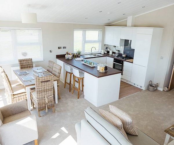silver-bay-holiday-village-anglesey-luxury-lodges-the-wessex-dining-lounge-kitchen-space